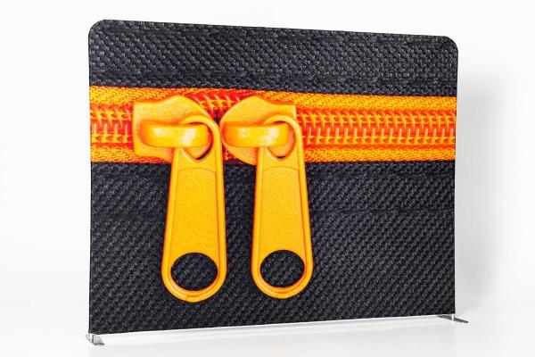 Messewand mit Zipper-System und Stoffbanner mit eigenem Motiv