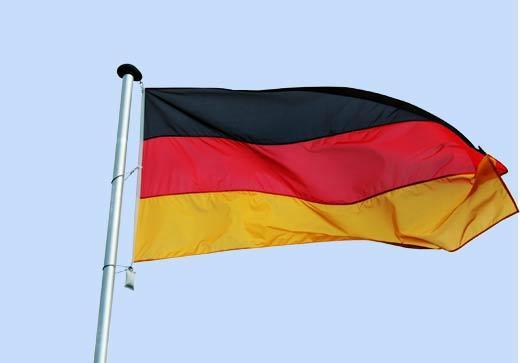 Deutschlandfahne in aller Größen - genäht aus 3 Streifen Fahnenstoff